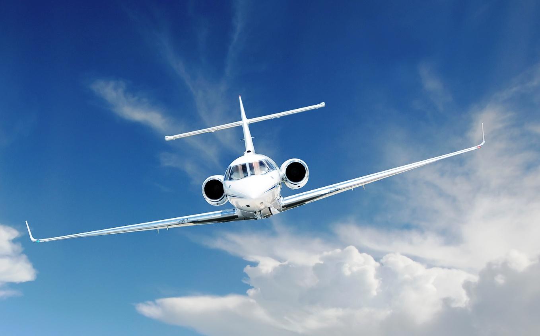 Fotolia_Jet-in-Flight-Cropped.jpg
